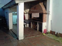 Foto Casa en Venta en  Lomas De Zamora,  Lomas De Zamora  Pereyra Lucena al 2600