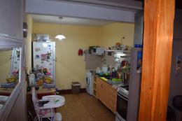 Foto PH en Venta en  Castelar,  Moron  Buenos aires al al 700