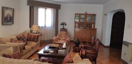 Foto Casa en Venta   Alquiler en  Capital ,  Mendoza  Juan B Justo al 200