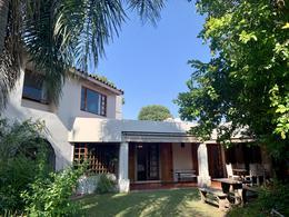 Foto Casa en Venta en  Jardín Espinosa,  Cordoba Capital  Casa de 3 dormitorios en venta en Barrio Jardín. Gran jardín con pileta.