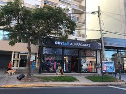 Foto Local en Venta | Alquiler en  Olivos-Vias/Rio,  Olivos  Av Libertador al 2900