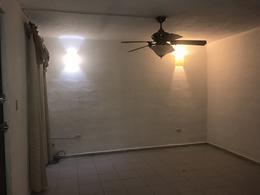 Foto Casa en Venta   Renta en  Chuburna de Hidalgo,  Mérida    En venta o en renta casa con 3 recámaras, 2.5 baños, piscina y paneles solares en El Prado Chuburná