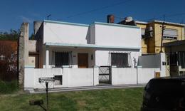 Foto Casa en Venta en  Valentin Alsina,  Lanus  Mendoza al 2500