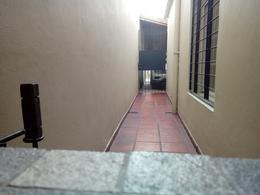 Foto Casa en Venta en  Luis Guillon,  Esteban Echeverria  Dr. Emilio Cardeza al 1300