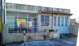 Foto Casa en Venta en  Rosario ,  Santa Fe  De la Salle al 6800