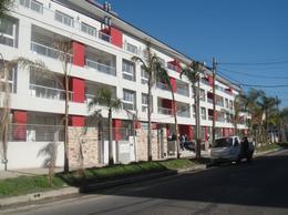 Foto Cochera en Alquiler en  Lomas de Zamora Oeste,  Lomas De Zamora  Piaggio al 300