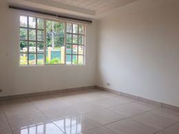 Foto Casa en condominio en Renta en  Escazu,  Escazu  Guachipelin Norte / Remodelada / 3 habitaciones / Jardín