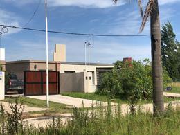 Foto Casa en Venta en  Funes ,  Santa Fe  Av Mitre entre Vieytes y Alsina