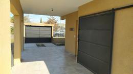 Foto Casa en Venta en  Funes ,  Santa Fe  Estrada   600