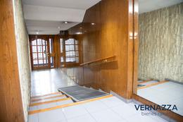Foto Departamento en Venta en  Flores ,  Capital Federal  Oportunidad! Enorme 5 ambientes con dependencia