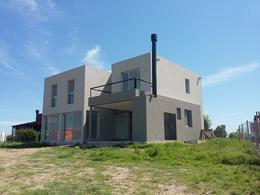 Foto Casa en Venta en  El Canton,  Countries/B.Cerrado (Escobar)  EL CANTON NORTE. Casa en 4 amb. al agua. Lote al 100
