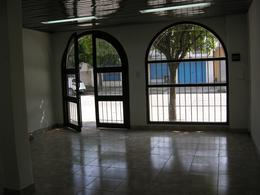 Foto Local en Alquiler en  Belen De Escobar,  Escobar  Belgrano 525