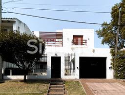 Foto Casa en Venta en  Arroyito,  Rosario  Olivé al 1700