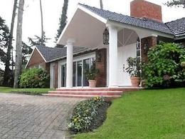 Foto Casa en Venta en  Cantegril,  Punta del Este  Barrio Cantegril