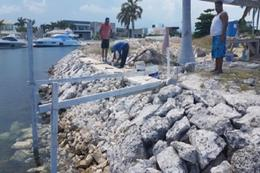 Foto Terreno en Venta en  Cancún Centro,  Cancún  Terreno en venta en Puerto Cancun, frente a canal