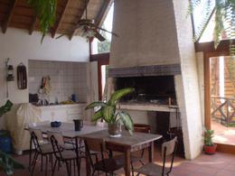 Foto Casa en Venta en  Barra de Carrasco ,  Canelones  Barra de Carrasco, casa, piscina, barbacoa, servicio