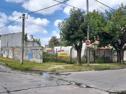 Foto Terreno en Venta en  Turdera,  Lomas De Zamora  Zapiola esquina Patricios