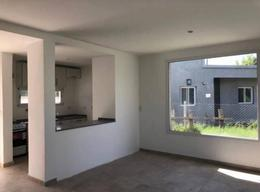 Foto Casa en Venta en  El Portal De Pilar,  Countries/B.Cerrado (Pilar)  Cómoda casa a la venta en Portal Pilar – Bayugar Negocios Inmobiliarios