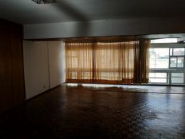 Foto Oficina en Alquiler en  Centro (Montevideo),  Montevideo  Oficinas o Consultrio -  18 de Julio y Rio Branco  - 100 m2