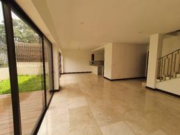 Foto Casa en condominio en Venta en  Piedades,  Santa Ana  Santa Ana/ Jardín/ Acabados de Lujo/ Exclusiva