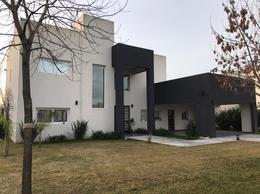 Foto Casa en Venta en  Terravista,  Countries/B.Cerrado (G. Rodriguez)  Vende - Propiedad en Terravista, en 2 plantas