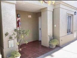 Foto Casa en Venta en  Ezpeleta Este,  Quilmes  Paraguay 317