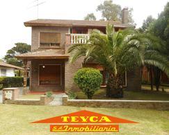 Foto Casa en Venta en  Pinamar ,  Costa Atlantica  DEL Valle Fertil 472
