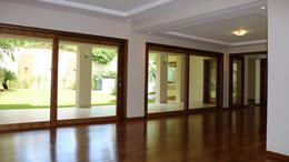 Foto Casa en Venta   Alquiler en  Manorá,  Santisima Trinidad  Vendo o Alquilo Exclusiva Residencia De 3 Suites Con Piscina En Manora