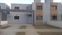 Foto Casa en Venta en  El Recreo,  Valle Cercano  José Benito Cottolengo al 600