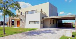 Foto Casa en Alquiler en  El Canton - Islas,  Countries/B.Cerrado (Escobar)  Casa con tres dormitorios mas dependencia de servicio  y pileta- Alquiler