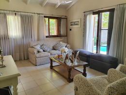 Foto Casa en Venta en  Santa Genoveva ,  Capital   Casa - 3 dormitorios -  B° Santa Genoveva - Neuquén Capital