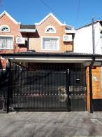 Foto Casa en Venta en  Banfield Este,  Banfield  Castro Barros 887