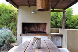 Foto Casa en Venta en  Miraflores (Funes Hills),  Funes  Av. Fuerza Aerea 4204