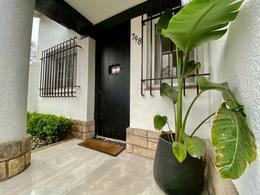 Foto Casa en Venta en  Acassuso,  San Isidro  José Hernández al 700