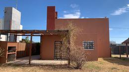 Foto Casa en Venta en  Funes ,  Santa Fe  Gral.  Lavalle al 1000