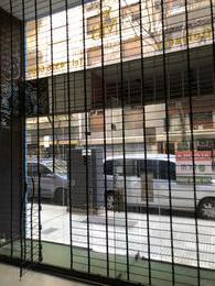Foto Local en Alquiler en  Recoleta ,  Capital Federal  Arenales al 900