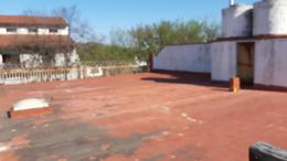Foto Local en Venta en  Flores ,  Capital Federal  Zuviría 2200 *  Galpón /depósito  ( 160m2. aprox. ) Vivienda ( 90m2. cub. aprox. )  3 Amb. c/ Balcón, cochera. y gran baulera  .Sup. descubierta 100m2. aprox.