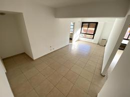Foto Departamento en Alquiler en  Área Centro Este ,  Capital  ALBERDI 33 4°B