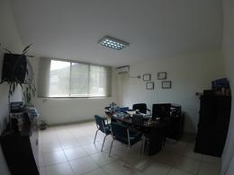 Foto Oficina en Venta en  Vía a la Costa,  Guayaquil  VENTA DE AMPLIA OFICINA SOBRE AV LEOPOLDO CARRERA
