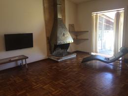 Foto Casa en Alquiler en  Carrasco ,  Montevideo  Impecable  casa con apto, luminosa