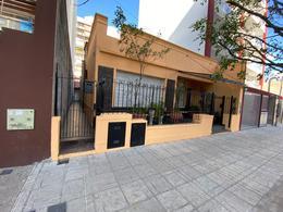 Foto PH en Venta en  Moron ,  G.B.A. Zona Oeste  Uruguay al 500