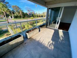 Foto Apartamento en Venta en  Carrasco ,  Montevideo  Mar del Plata al 6800