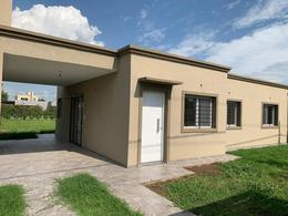 Foto Casa en Venta en  Funes ,  Santa Fe  Esteban de Luca y Casilda