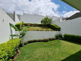 Foto Casa en condominio en Venta en  Escazu,  Escazu  Guachipelin de Escazú/ Amplitud/ Comodidad/ Jardín de 70m2/ Moderna
