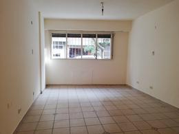 Foto Departamento en Venta | Alquiler en  Recoleta ,  Capital Federal  Agüero al 2100