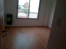 Foto Departamento en Alquiler en  Moron ,  G.B.A. Zona Oeste  Belgrano 926. 3° C. Moron