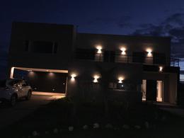 Foto Casa en Venta | Alquiler en  La Horqueta de Echeverría,  Countries/B.Cerrado  Juana de Arco 7000