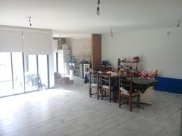 Foto Casa en Venta en  Los Hornos,  La Plata  83 entre 137 y 138