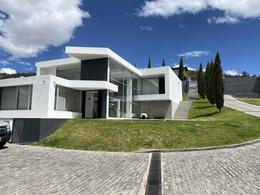 Foto Casa en Venta en  Cumbayá,  Quito  Yanazarapata
