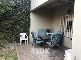 Casa 3 dormitorios 2 plantas pileta quincho cochera - Zona Sur